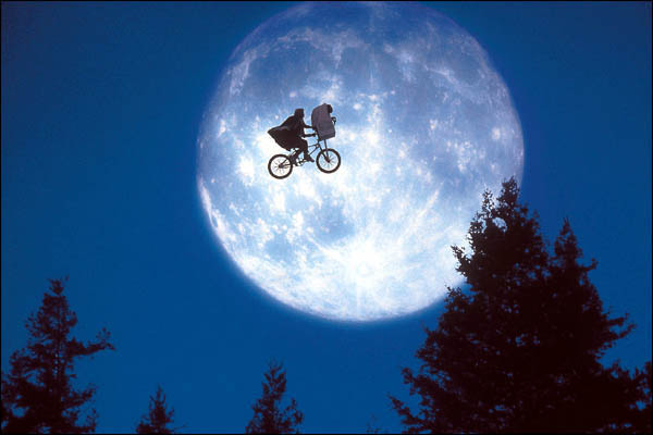 Fotograma de ET, de Steven Spielberg, película incluida en el libro '29 Miradas sobre Spielberg'.