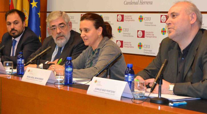 Rosa Vidal, ex directora de RTVV, en un momento de su conferencia en el Palacio de Colomina. Imagen cortesía de la Universidad CEU-Cardenal Herrera.