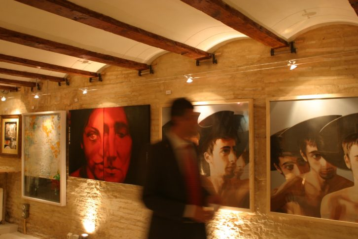 Detalle de la exposición conmemorativa por el IV Centenario de El Quijote, en El Caballero de la Blanca Luna. Imagen cortesía de Vicente Chambó.