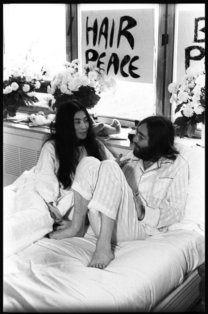 Fotografía de Bruno Vagnini en la exposición 'John Lennon & Yoko Ono: Suite 1742'. Imagen cortesía de La Térmica de Málaga.