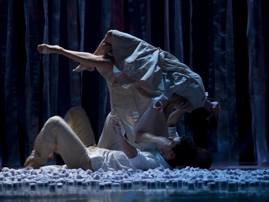 Escena de 'IUS', de Eva Bertomeu. Imagen cortesía de Sala Russafa.