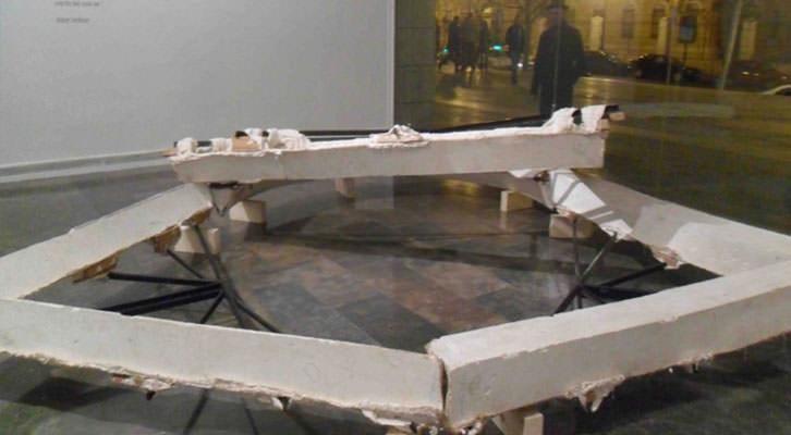 Obra de Bruce Nauman en la exposición 'En Tránsito' del IVAM.