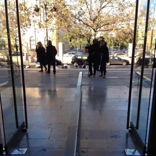 Entrada y salida de En Tránsito. Foto: Armand Llàcer