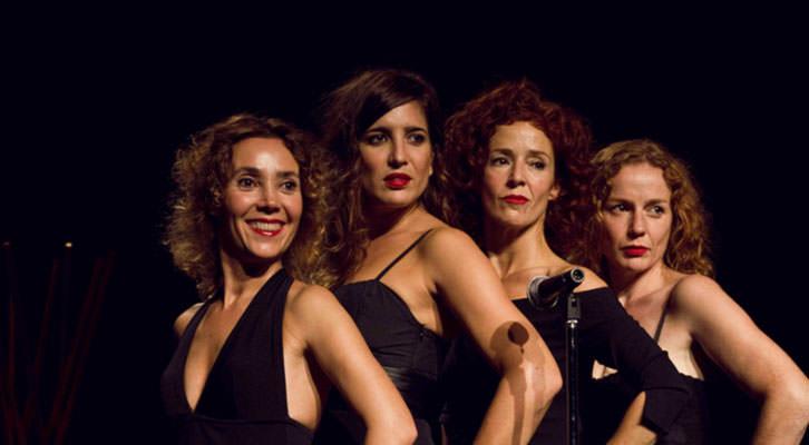 Escena de 'Femenino singular', de Inconstante Teatro. Teatro Talía.