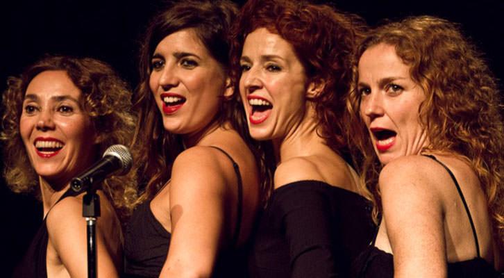 Escena de 'Femenino singular', de [In]constantes Teatro. Imagen cortesía de Teatro Talía.