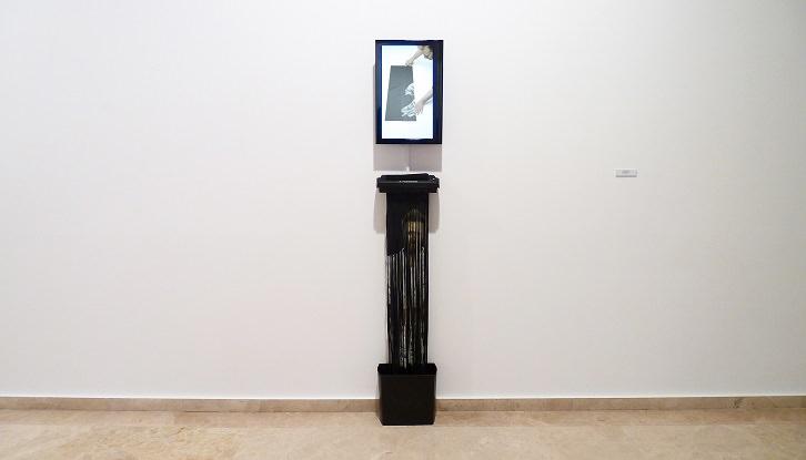 Hugo Martínez-Tormo. Global Seppuku, 2012. Instalación audiovisual. Cortesía del artista.