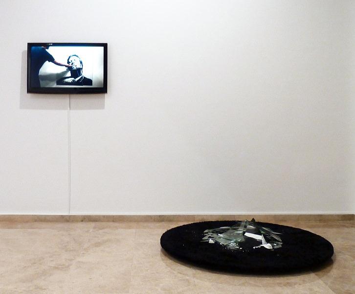Hugo Martínez-Tormo. When X cuts Y, 2012. Instalación audiovisual. Cortesía del artista.