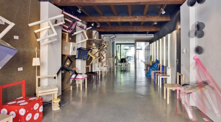 Hat Gallery con el montaje 'Silla Libre'. Imagen cortesía de la galería, a punto de cumplir cinco años.