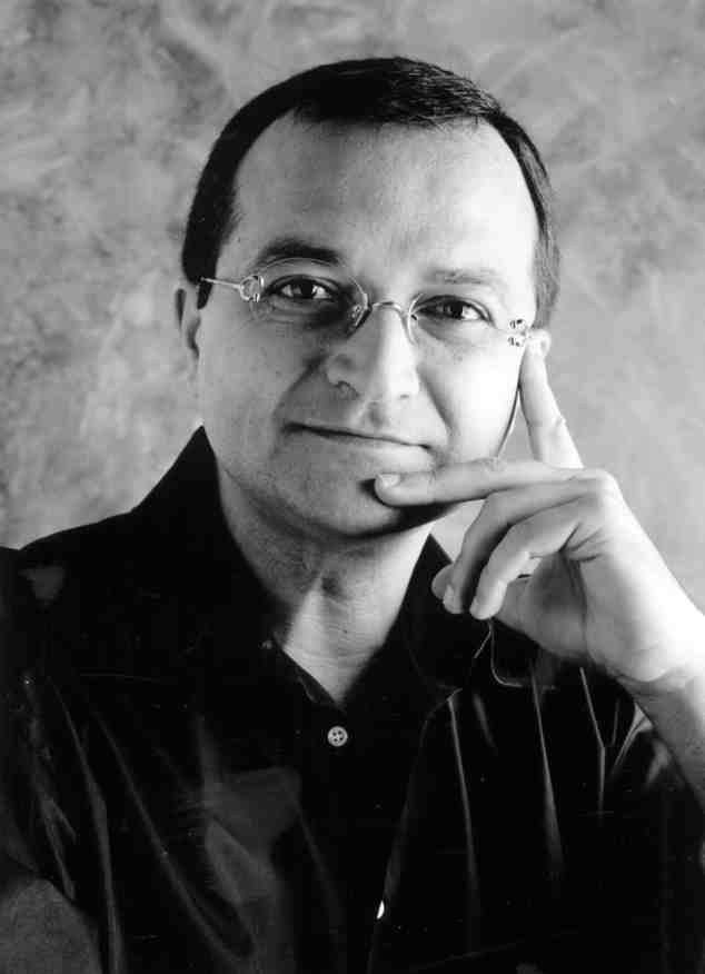 Javier Domínguez, autor del libro 'La arquitectura de Antonio Escario'. Imagen cortesía del autor.