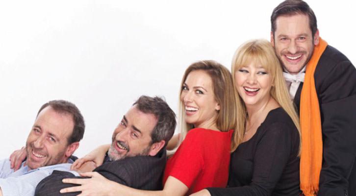 De izquierda a derecha, Antonio Molero, Jorge Bosch, Kira Miró, Amparo Larrañaga y César Camino, protagonistas de El Nombre. Imagen cortesía de Teatro Olympia.