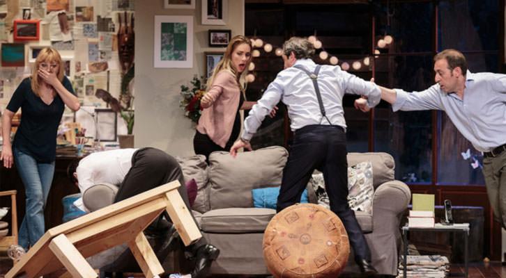 Una escena de 'El Nombre', versión de Jordi Galcerán y dirección de Gabriel Olivares. Cortesía del Teatro Olympia.
