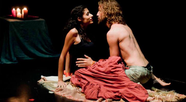 Escena de Romeo x Julieta, de Chema Cardeña. Imagen cortesía de Sala Russafa.