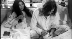 John Lennon y Yoko Ono en la 'bed-in' de Montreal de 1969. Fotografía de Mario Vagnini, cortesía de La Térmica.