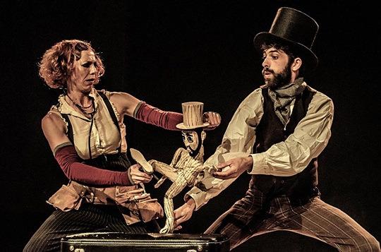 M i les balenes, de La Lupa Teatre. Imagen cortesía del Escalante.