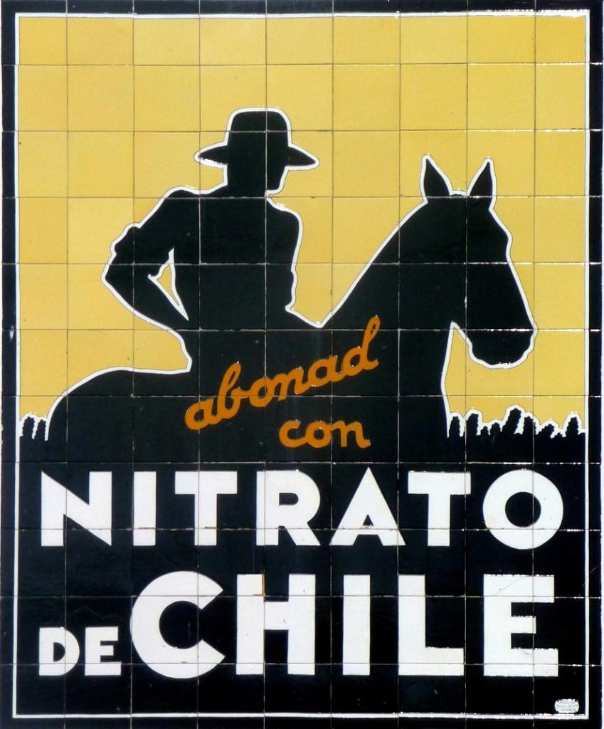 El famoso carte cerámico Abonad con Nitrato de Chile, cuyo diseño se atribuye a Mariano Rawicz, protagonista de 'El último abrazo', de Sergi Pitarch.