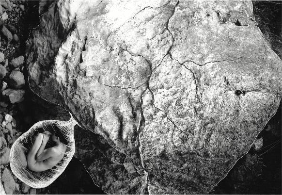 """Gisela Ràfols. Bajo la Roca. 2013. Serie """"Estudio de la Identidad"""". 20x30cm. Técnica mixta sobre papel"""