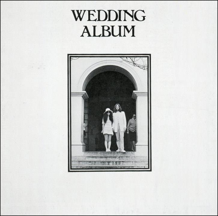 Portada del disco 'The Wedding Album', incluida en la exposición 'John Lennon & Yoko Ono: Suite 1742'. Imagen cortesía de La Térmica.