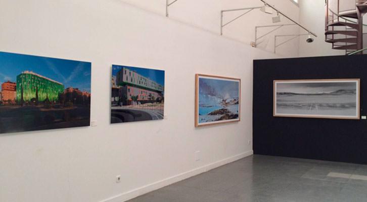 Vista general de la exposición 'Nueva fotografía internacional en el siglo XXI'. Cortesía del Centro.