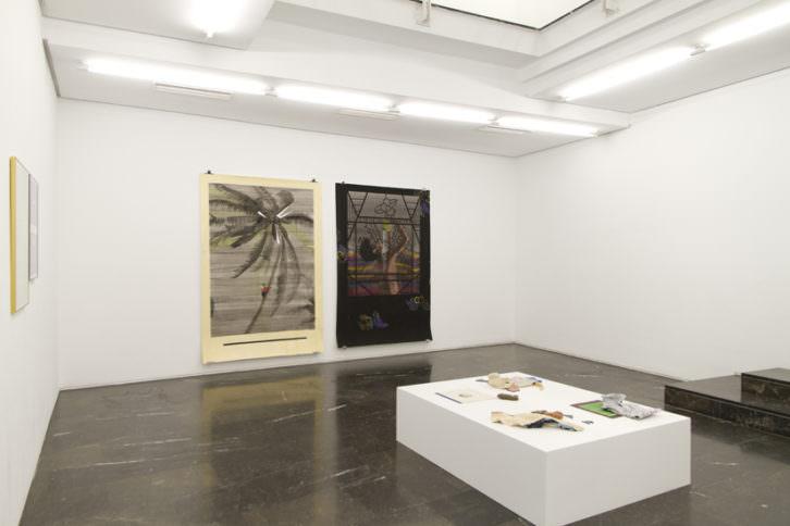 Vista general de la exposición 'Balada heavy', de Miki Leal. Imagen cortesía de Luis Adelantado.