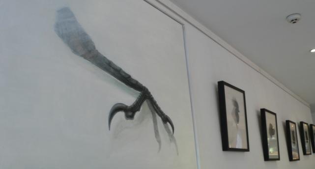 Vista parcial de la exposición de Carlos Mondriá. Imagen cortesía Hotel del Carmen