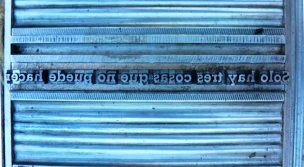 Detalle de molde tipográfico listo para imprimir Fábulas y cuentos del viejo Tíbet. Imagen, Vicente Chambó.