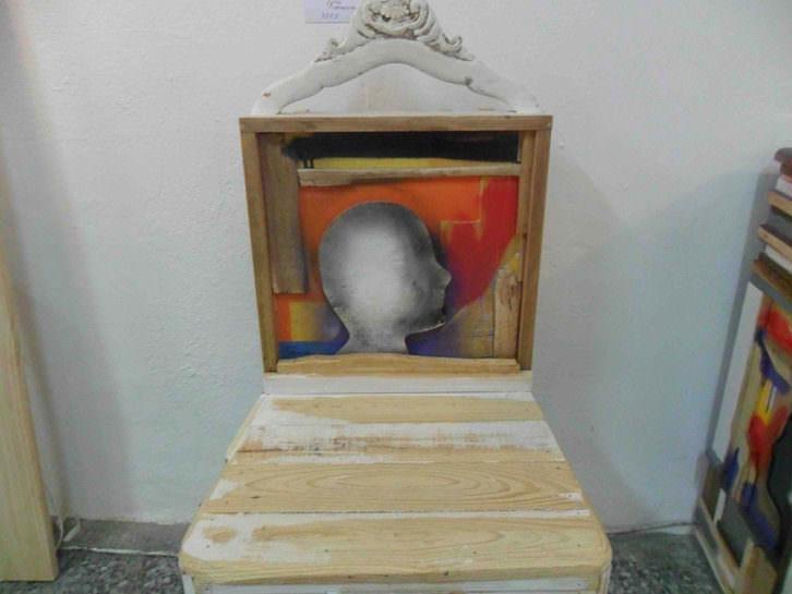 Silla de Equipo Klandestino en La Chaise.