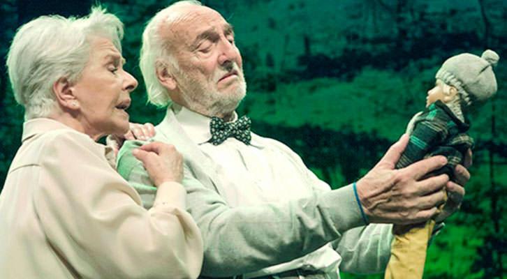 Héctor Alterio y Lola Herrera en una escena de 'En el estanque dorado', de Magüi Mira. Cortesía de Teatres de la Generalitat Valenciana.