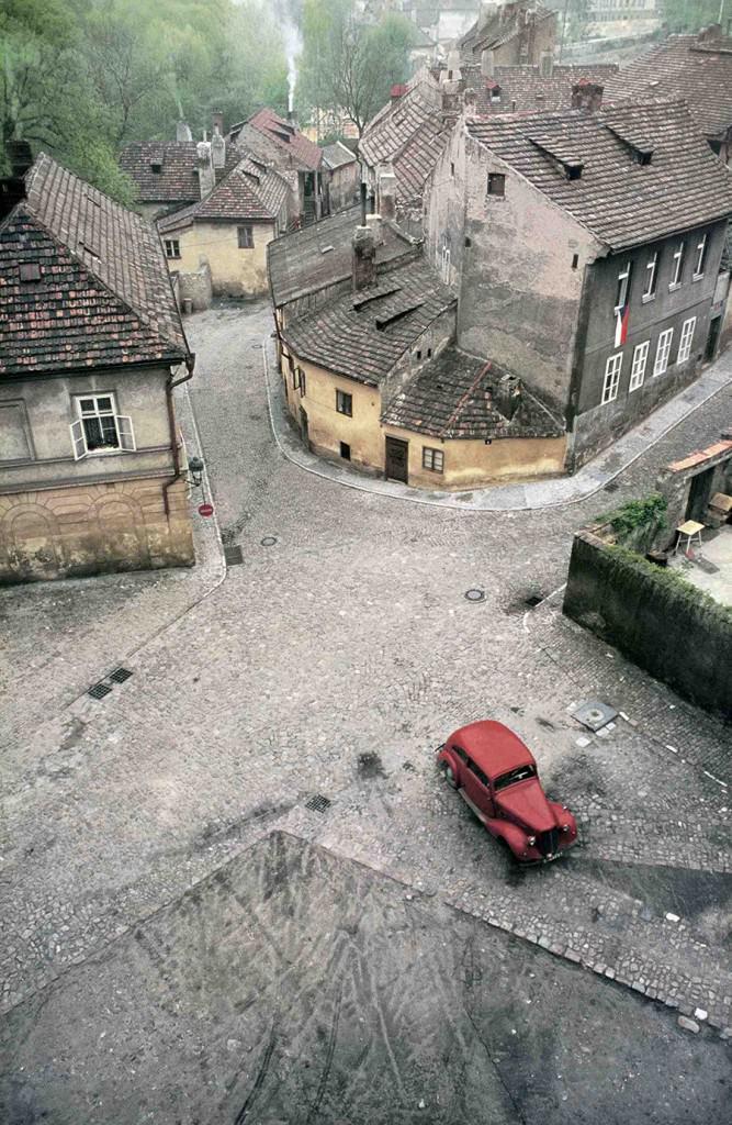 Fotografía de Franco Fontana en la exposición 'El paisaje urbano en la Colección de Fotografía del IVAM'.