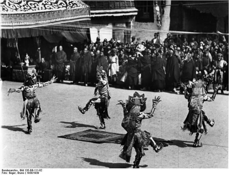 Día festivo en Lhasa. Imagen Bruno Berger, 1938/39, cortesía Budesarchive.