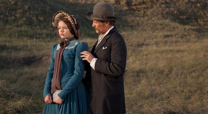 Viggo Mortensen y Villbjork Malling Agger en un fotograma de la película 'Jauja', de Lisandro Alonso.