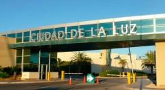 Cartel de entrada a Ciudad de la Luz.