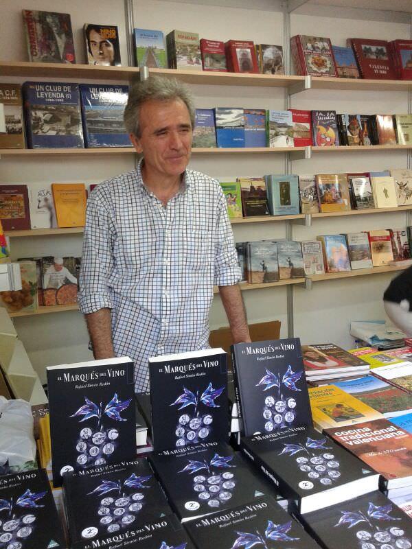Rafael Simón durante la presentación de su libro 'El Marqués del Vino', de Carena Editors. Imagen cortesía del autor.