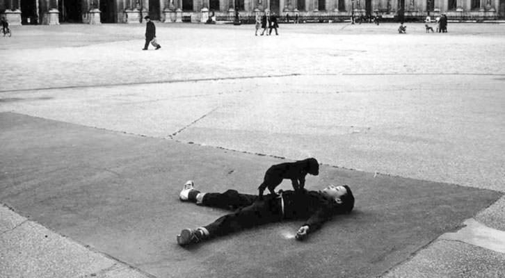 Fotografía de Robert Doisneau en la exposición 'El paisaje urbano en la Colección de Fotografía del IVAM'.