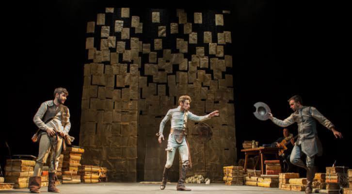Escena de 'En un lugar del Quijote', de Ron Lalá. Imagen cortesía de Teatro Talía.