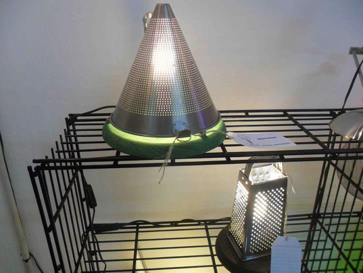 Lámparas con objetos reciclados de Vicente Mas en La Chaise.