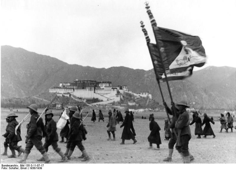 Tibetexpedition, Militärparade