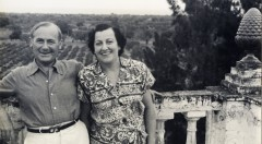 Joan Miró y Pilar Juncosa en la torre de Mas Miró, Mont-roig
