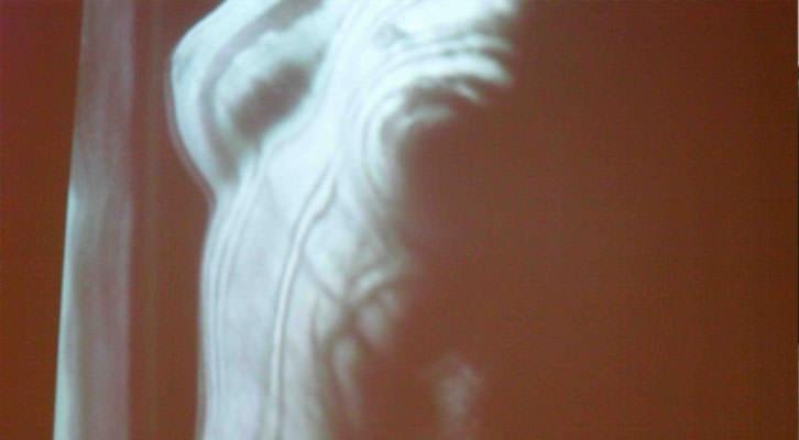 Imagen del video 'El retorno de la razón', de Man Ray en 'Construyendo Nuevos. Las vanguardias históricas en la Colección del IVAM (1914-1945)'.