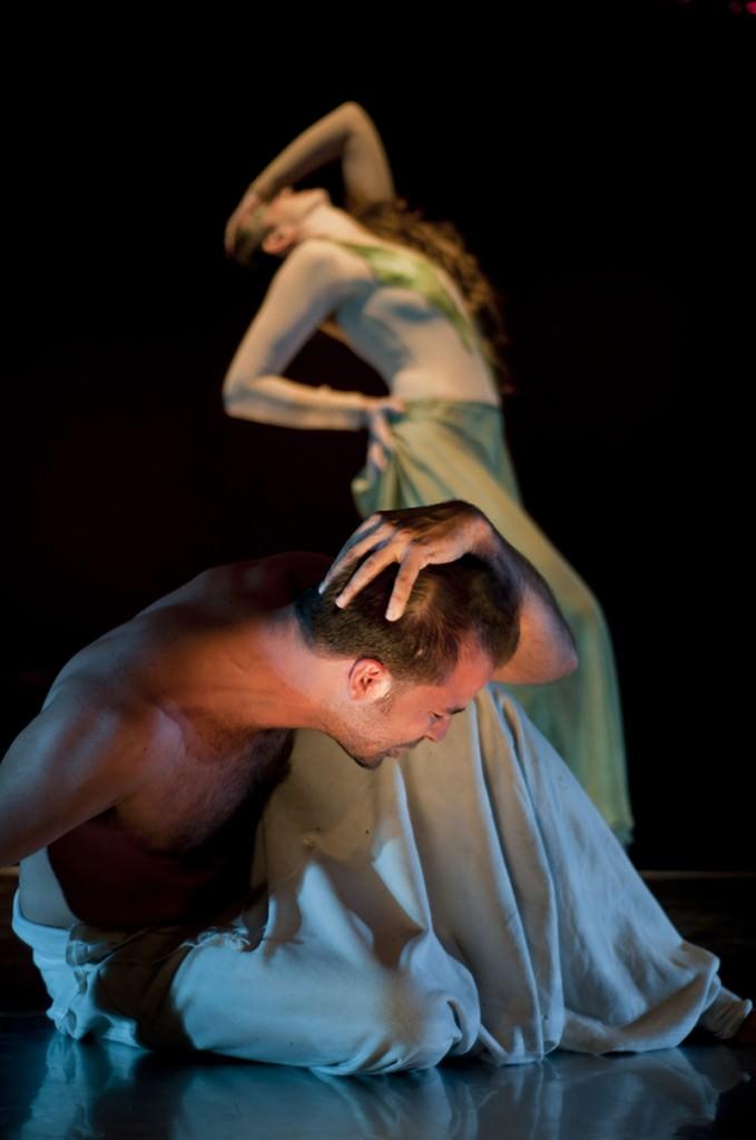 Escena de 'El moro de Venecia (Otelo), de Chema Cardeña, por Kalicnicta Teatre. Imagen cortesía de Sala Russafa.