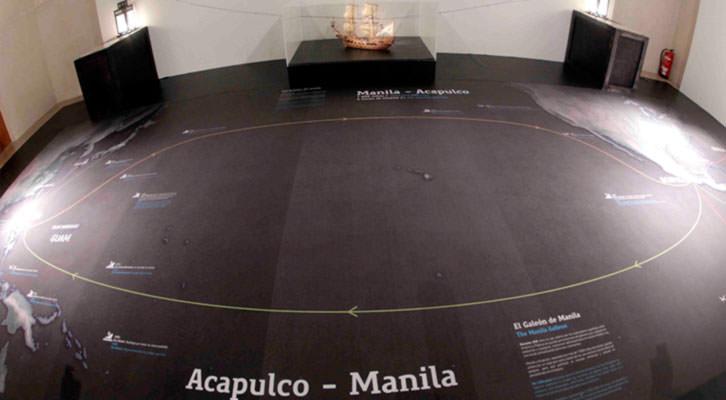 Instalación y mapa de 'Pacífico. España y la Aventura de la Mar del Sur'. Imagen cortesía del Centro del Carmen.