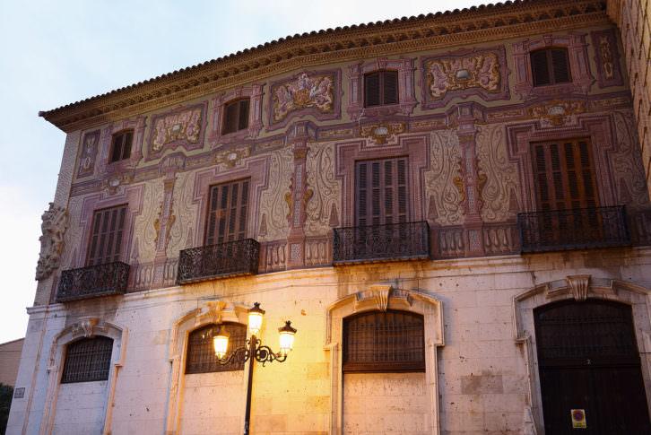 Vista de una fachada lateral de la residencia oficial de José Luis Arrese, Corella (Navarra)