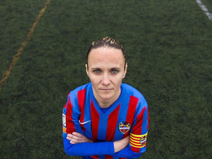 Maider, futbolista, retratada por Amparo Simó. Imagen cortesía de Dones Fotoperiodistes.