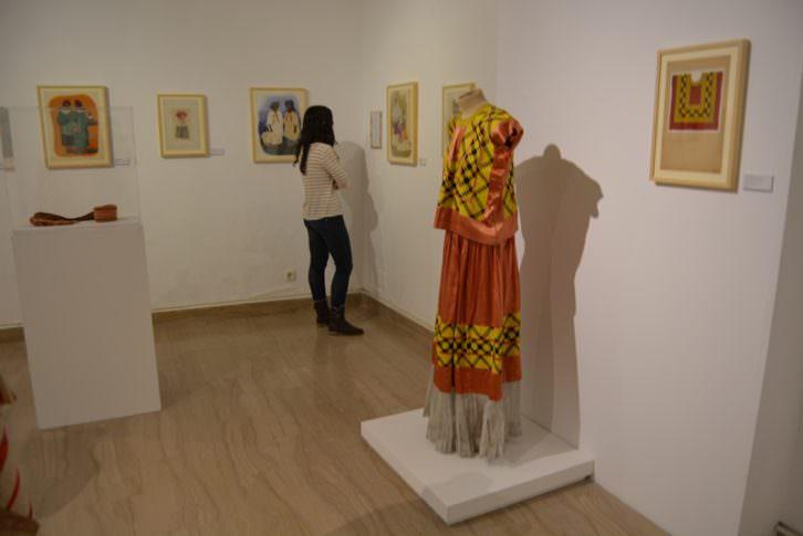 Imagen de la exposición sobre Manuela Ballester en el Museo Nacional de Cerámica González Martí. Cortesía del museo.