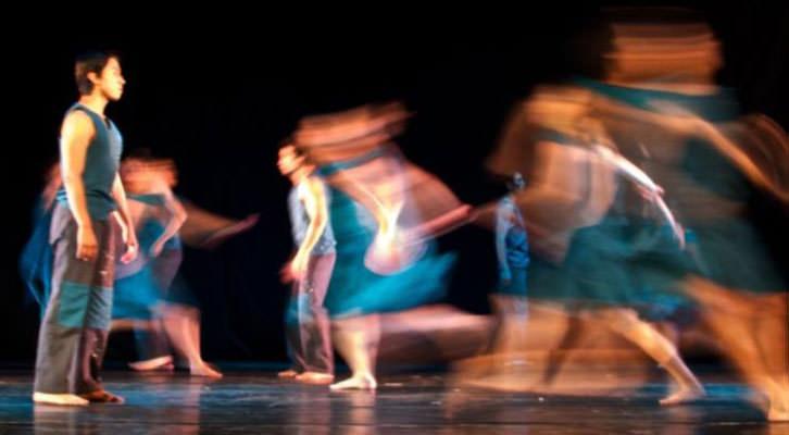 Actuación escénica cortesía de la Asociación de Profesionales de la Danza de la Comunidad Valenciana (APDCV).