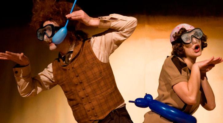 Escena de Globe Story, de El Perro Azul. Sala Russafa