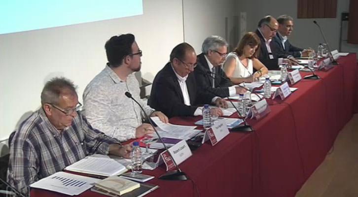 De izquierda a derecha, Robert Lisart, Yuri Aguilar, Miguel Ángel Mulet, Antonio Ariño, Carmen Amoraga, Pepe Almería y Josep María Pañella. La Nau de la Universitat de València.