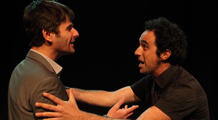 Toni Agustí (izquierda) y Xavo Giménez en una escena de 'Penev'. Imagen cortesía de Sala Russafa.