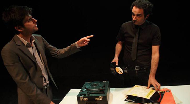 Toni Agustí (izquierda) y Xavo Giménez en una escena de Penev. Imagen cortesía de Sala Russafa.