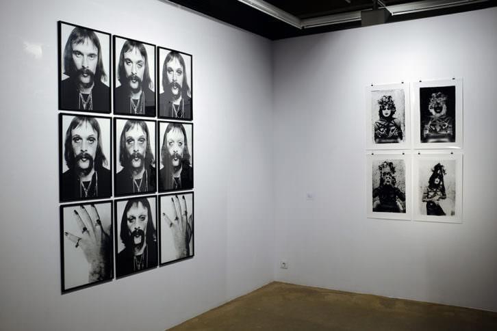 Imagen de la exposición Cuerpo/Subversión/Fotografía de Jürgen Klauke y Sergio Zevallos. Cortesía de Espaivisor.