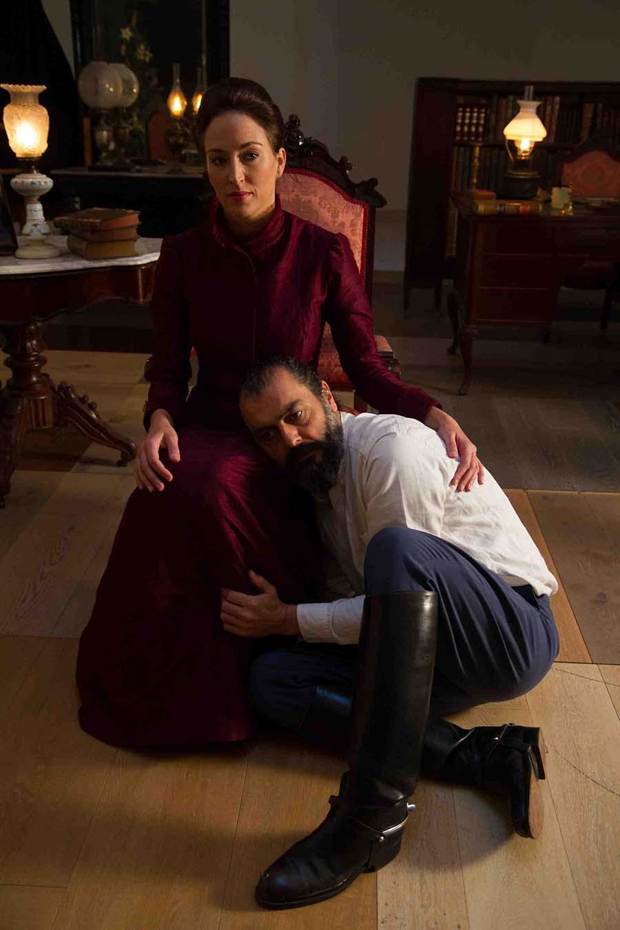 Escena de 'El padre', de August Strindberg, por la compañía Atelier del Drama, dirigido por Juan Prado. Imagen cortesía de Sala Russafa.